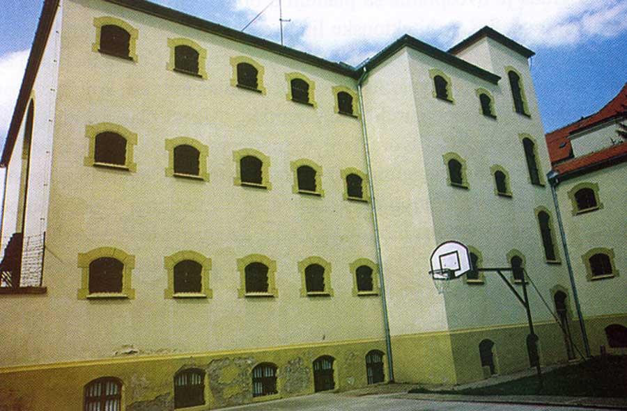 zatvoru