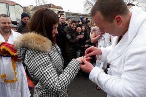 zaprosio devojku za bogojavljenje