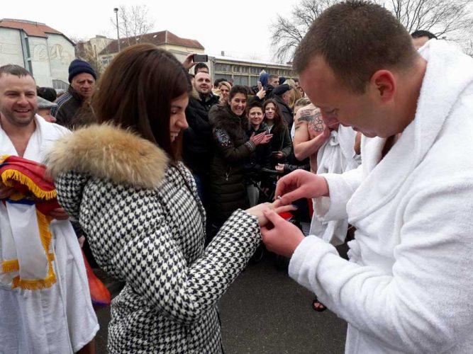zaprosi devojku za bogojavljenje