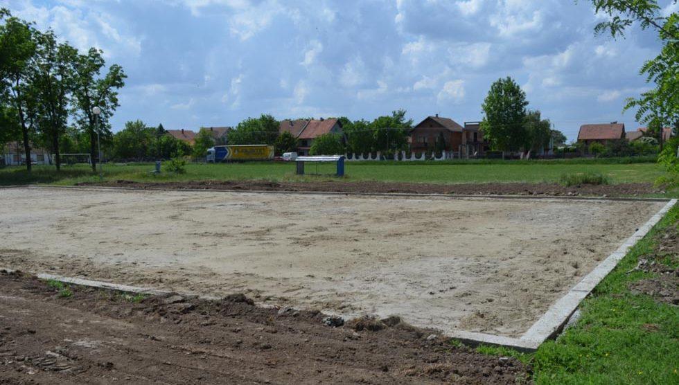 Gradnja teniskog terena u Elemiru