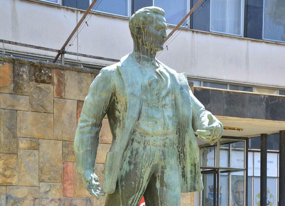 Spomenik Žarku Zrenjaninu