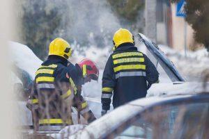 Požar zahvatio auto