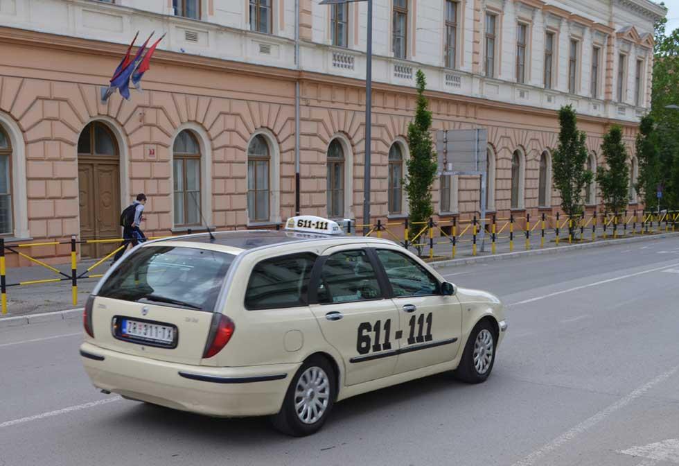 as maxi taxi