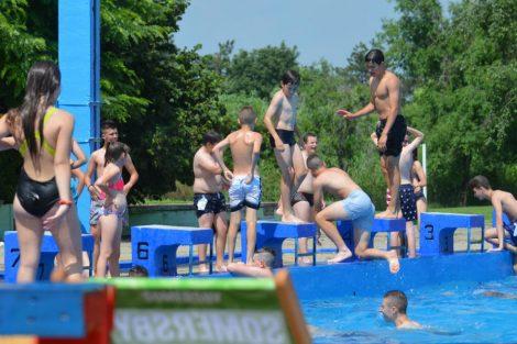 na bazenu