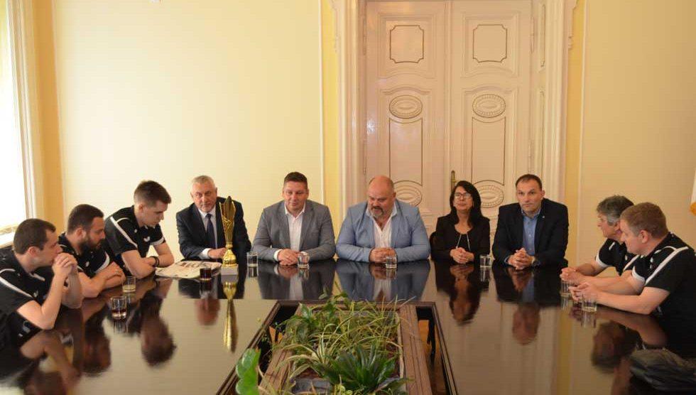gradonačelnik zrenjanina čestitao stonoteniserima banata