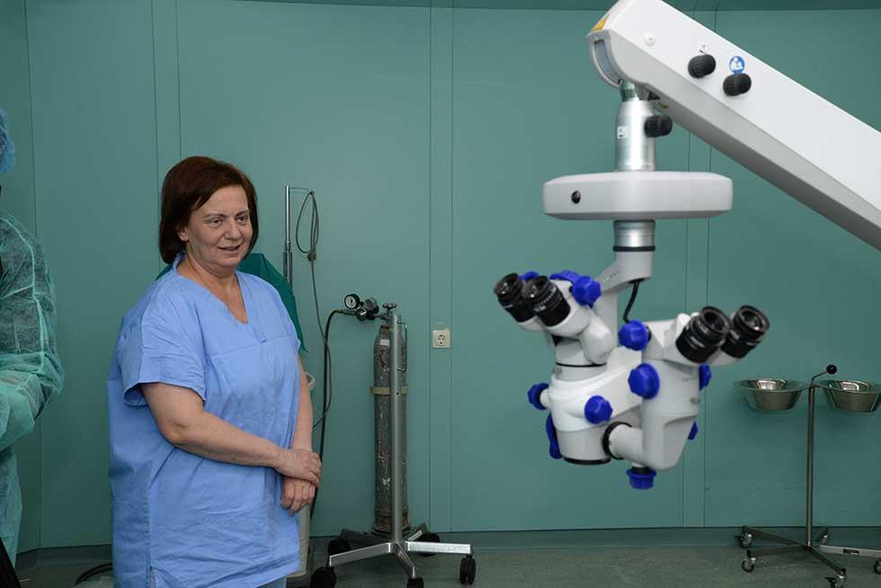 operacioni mikroskop