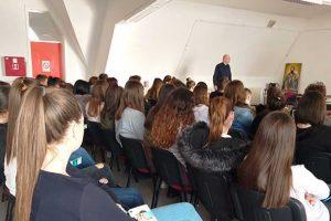 dr dragan ilić održao predavanje srednjoškolcima