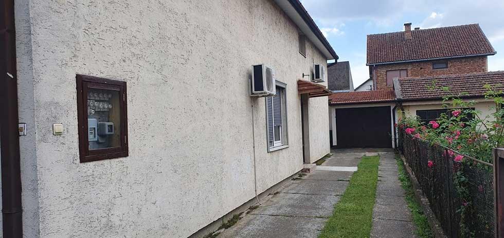 kuća u naselju duvanika