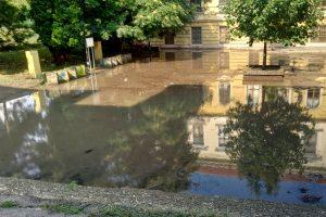 poplavljeno dvorište