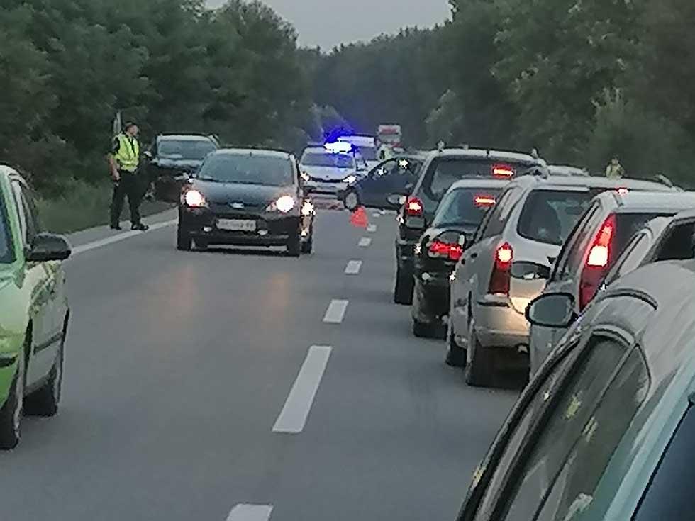 saobraćajna nezgoda na putu