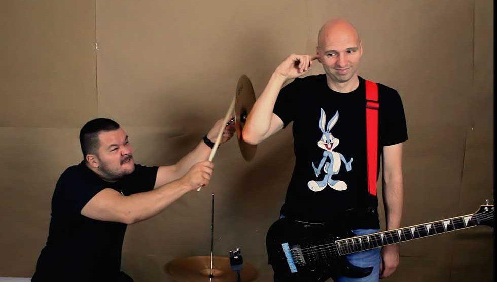 madresi snimili pesmu tražimo basistu