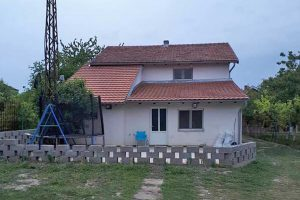 troiposobna kuća u stajićevu
