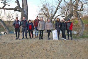 mladi očistili obalu begeja