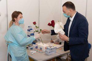 gradonačelnik podelio ruže povodom 8. marta