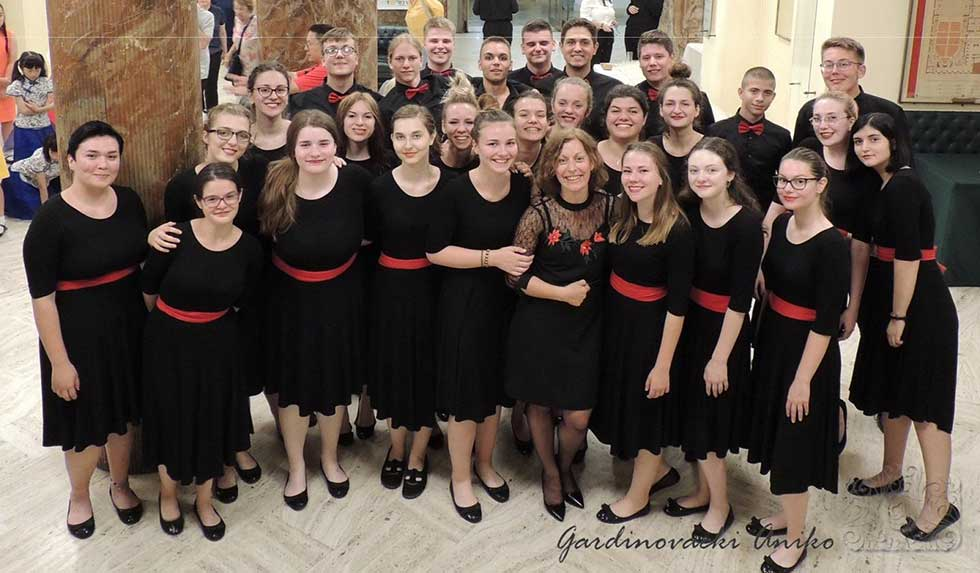 omladinski mešoviti hor nastupio na takmičenju majske muzičke svečanosti