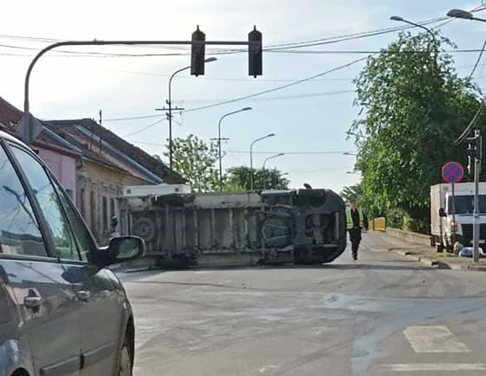 prevrnuo se kamion