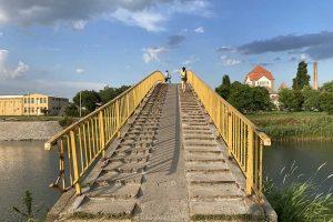 lučni pešački most