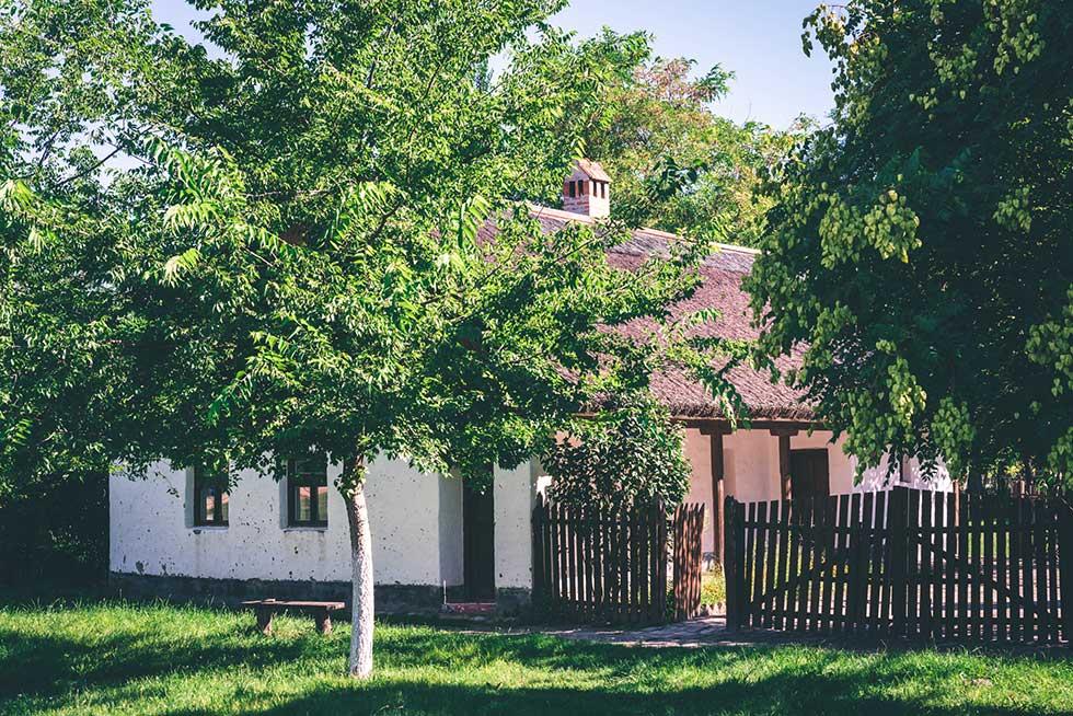 bračni parovi dobijaju bespovratna sredstva za kupovinu seoskih kuća