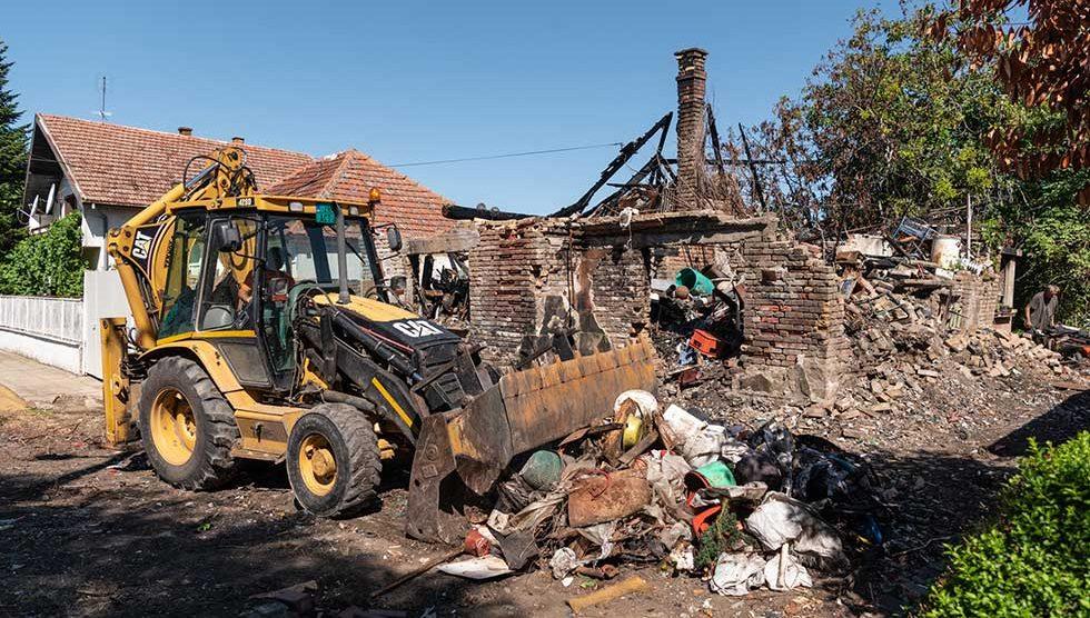 uklanjanje otpada u prištinskoj ulici